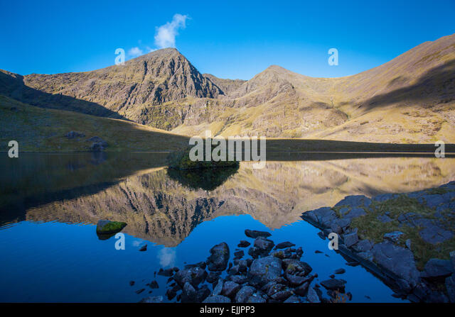 Carrauntoohil and Beenkeragh reflected in Lough Callee, Hag's Glen, MacGillycuddy's Reeks, County Kerry, - Stock Image