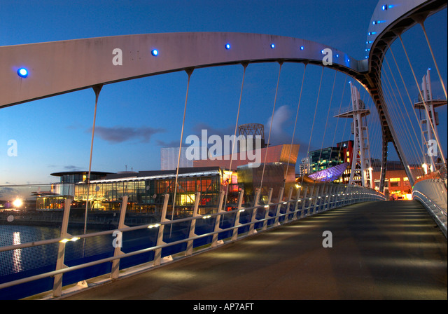 The Sweeping Curves On Footbridge At Night Salford Quays Manchester UK - Stock Image