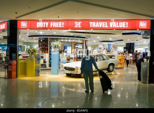 Duty free travel shop - Stock-Bilder