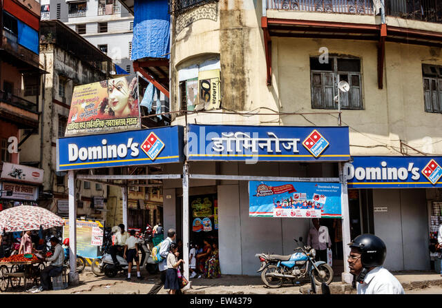 India Indian Asian Mumbai Tardeo Jehangir Boman Behram Road Domino's Pizza front entrance Hindi English sign - Stock Image