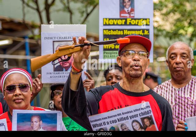 Brooklyn, New York, USA. 27th July, 2016. Nicholas Heyward Sr. showing a toy gun similar to the one Nicholas Heyward - Stock Image