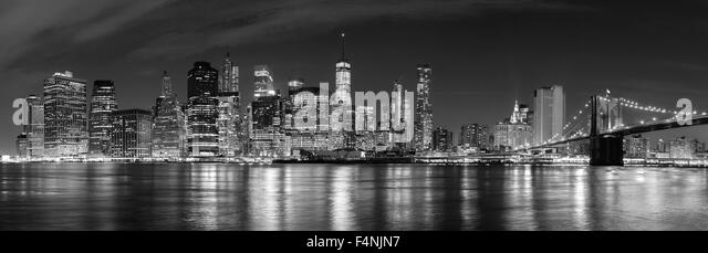 Black and white New York City at night panoramic picture, USA. - Stock-Bilder