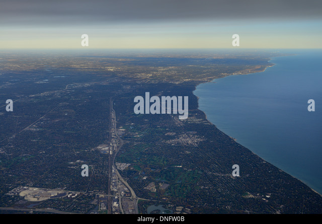 Aerial view of Lake Michigan North Chicago Skokie Highway from Northbrook Court and Sunset Valley Golf Club - Stock Image