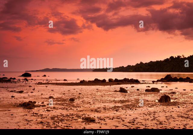 Colorful evening skies at Coiba island national park, Pacific coast, Veraguas province, Republic of Panama. - Stock-Bilder