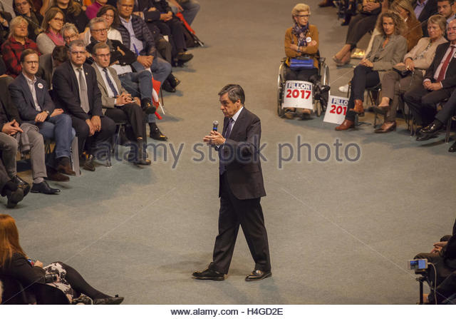 Courbevoie, France. 15th Oct, 2016. Francois Fillon, presidential candidate for the primary right, speaks at the - Stock Image