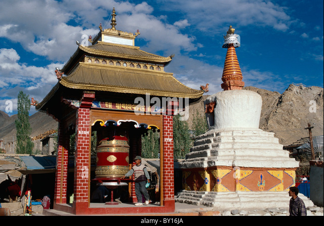 Stupa and prayer wheel in Leh, Ladakh (Jammu+Kashmir), Indiia - Stock-Bilder