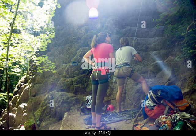 Friends rock climbing, French's Dome, Zig Zag, Oregon, USA - Stock Image