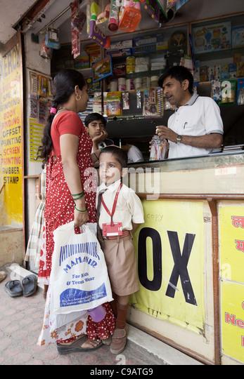 Shop in Subash Nagar slum area in Mumbai, India. - Stock Image
