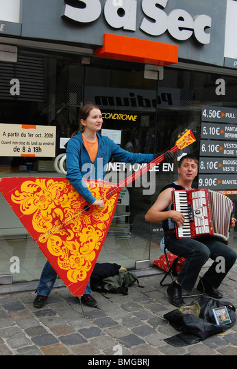 Young street musicians playing the Accordion and contrabass Balalaika in Brussels - Stock Image