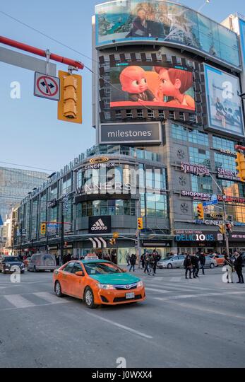 Yonge-Dundas Square, Dundas Square intersection, pedestrian scramble, taxi cab, advertising billboards, Toronto, - Stock Image