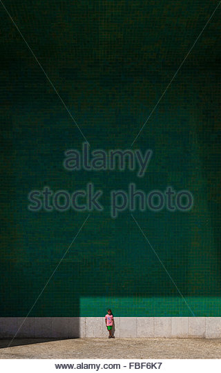 Distant View Of Boy Against Wall - Stock-Bilder