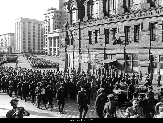 MIKHAIL KALININ (1875-1946) Funeral of the Soviet politician  with open coffin - Stock Image