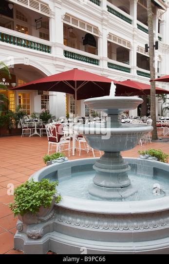Gazebo Bar In Courtyard Of Raffles Hotel, Singapore - Stock Image