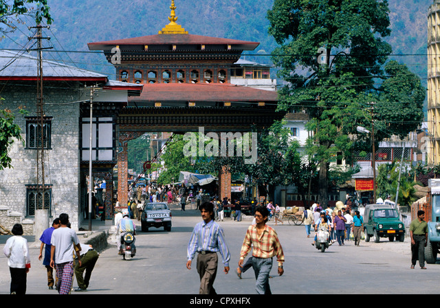Bhutan, Chukha District, border town of Phuntsholing, frontier post separating India and Bhutan - Stock Image