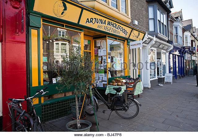 Arjuna Wholefoods vegitarian store in Mill Road Cambridge - Stock Image