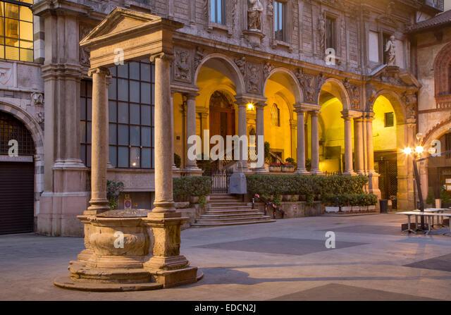 Old market square, Piazza dei Mercanti and Palazzo della Ragione, Milan, Lombardy, Italy - Stock Image