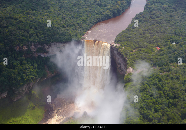Aerial view of Kaieteur Falls, Potaro River, Guyana, South America, reputedly the world's largest single-drop - Stock-Bilder