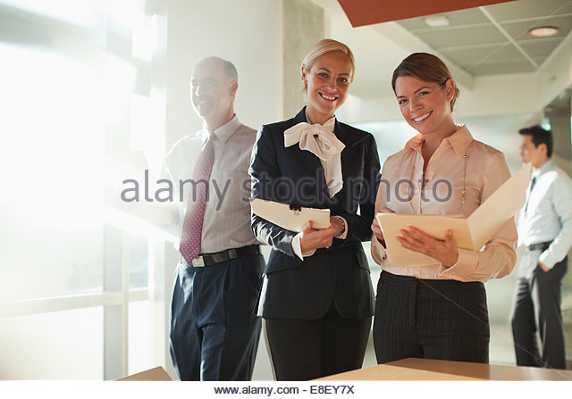 Businesswomen talking in office - Stock-Bilder