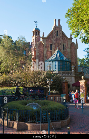 Children leaving the Haunted Mansion attraction ride in the Magic Kingdom at Disney World, Kissimmee, Florida - Stock Image
