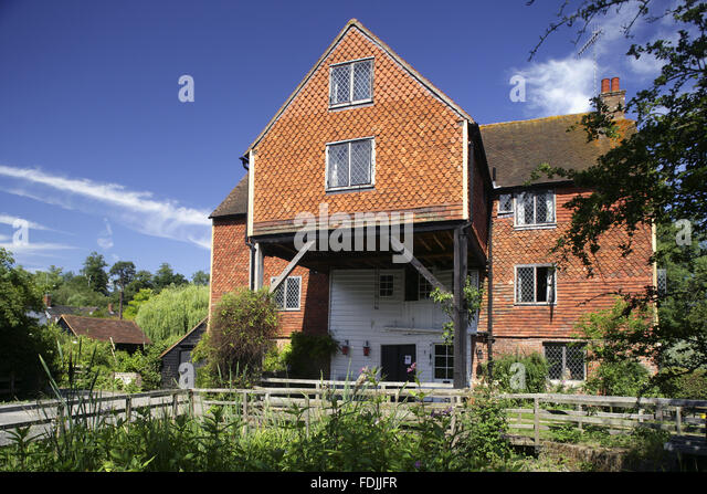 Shalford Mill on the Tillingbourne river, a tributary of the River Wey, Surrey. The watermill is eighteenth century - Stock-Bilder