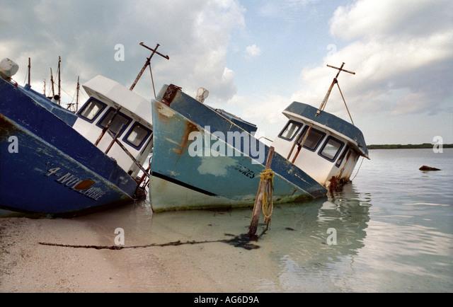 MEXICO Abandoned shipwreck boats Isla Mujeres Mexico - Stock Image