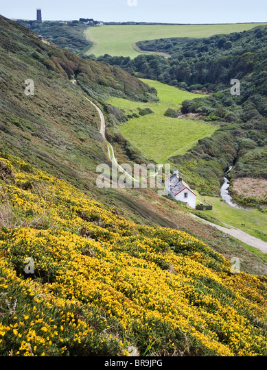 Abbey River valley at Blackpool Mill looking to Stoke church on the north coast of Devon near Hartland Point - Stock-Bilder