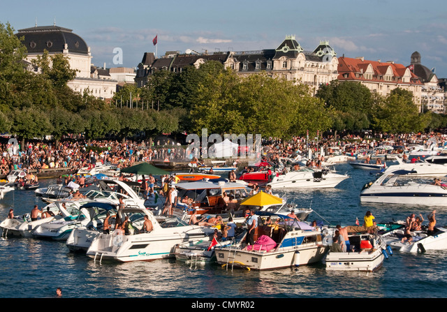 Switzerland, Zurich, street parade, party boats on Zurich lake - Stock Image