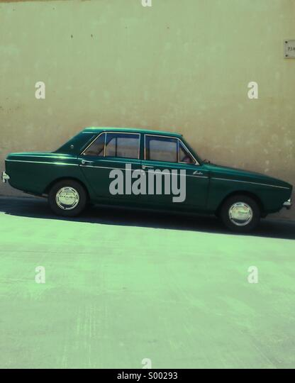 Green Hillman Hunter parked on a hill, Citadel, Victoria, Gozo, Malta - Stock Image