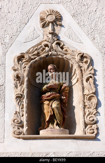 Statues on The two Moors House (K t m r h z). Rustic Baroque architecture - Sopron, Hungary - Stock Image
