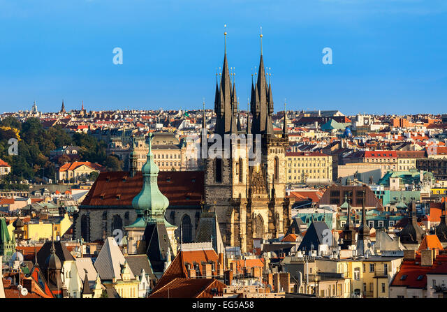 Skyline of Prague at dusk with tyn church - Stock-Bilder