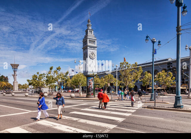 People crossing the road near the Ferry Building, San Francisco, California, USA. - Stock Image
