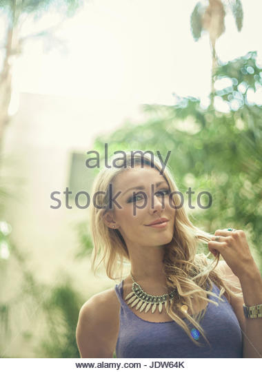 Portrait of young woman, outdoors - Stock-Bilder