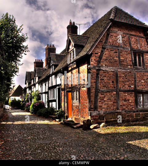 Rural timber framed cottages on Smithy Lane, Great Budworth Village, villages, Cheshire, England, UK. - Stock Image