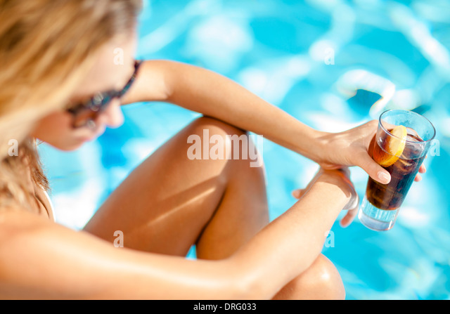 Young woman drinking cocktail on the poolside, Dubrovnik, Croatia - Stock-Bilder