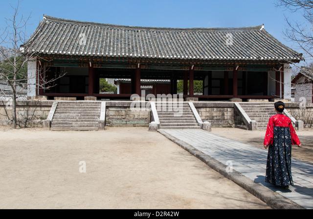 Woman in traditional dress at King Wang Kon's Mausoleum, Kaesong City, North Korea - Stock Image
