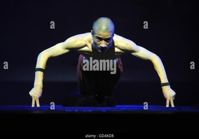 Singapore. 13th July, 2016. A Shaolin monk performs in the media preview of the show Shaolin at Singapore's - Stock Image