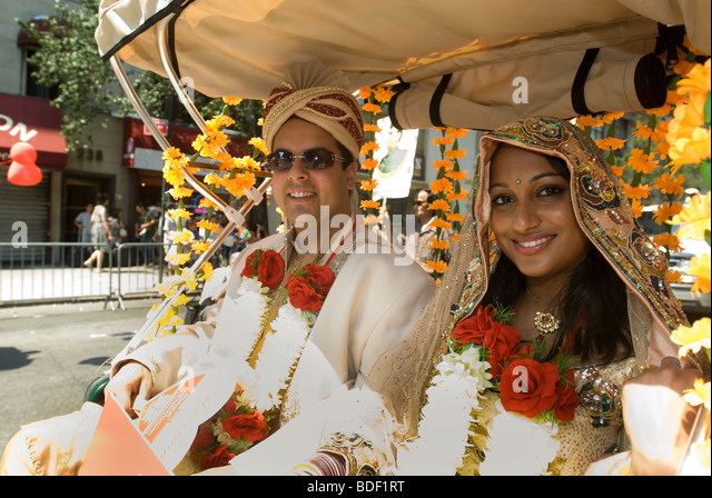 A group promoting the Bharat Matrimony dating service in the Indian Independence Day Parade in New York - Stock-Bilder