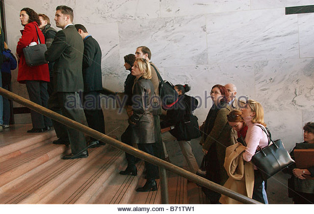 1 22 02 HART SENATE OFFICE BUILDING REOPENS People wait in line at the C Street entrance to the Hart Senate Office - Stock Image