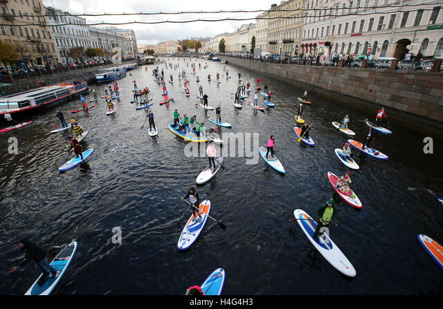 """St Petersburg, Russia. 15th October, 2016. Participants in the 1st Stand up paddle surfing festival """"Fontanka - Stock Image"""