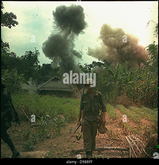 Operation Georgia: US Marines blow up bunkers and tunnels used by the Vietcong, 5 May 1966. NARA photograph. - Stock-Bilder