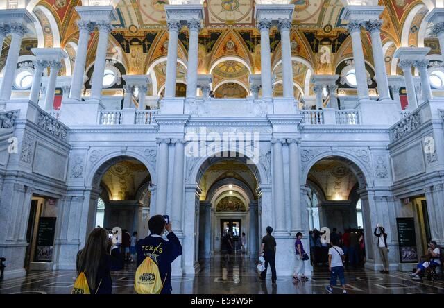 (140724)--WASHINGTON D.C., July 24, 2014 (Xinhua) -- Visitors look around at the Library of Congress in Washington, - Stock-Bilder