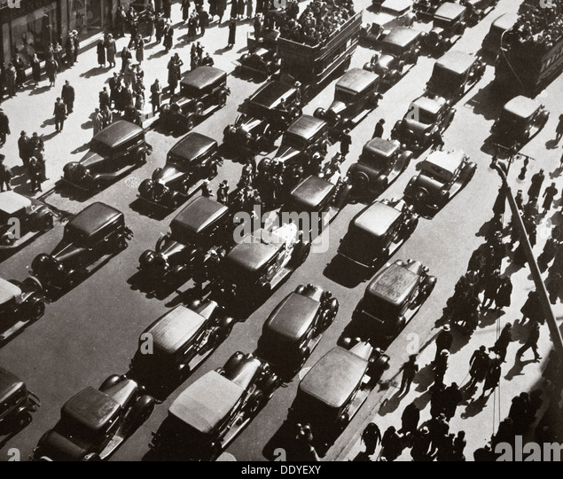 Traffic jam on Fifth Avenue at 49th Street, New York, USA, early 1929. Artist: Unknown - Stock Image