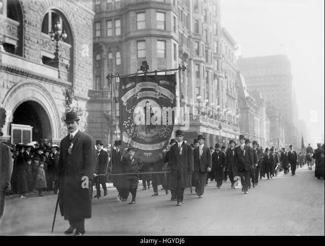 St. Patrick Parade, Fifth Avenue, New York City, New York, USA, Bain News Service, March 1909 - Stock Image