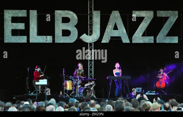 Elbjazz 2017, Agnes Obel live, Blohm & Voss, Hamburg, Deutschland - Stock-Bilder