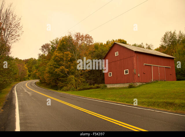 Red barn new england stock photos red barn new england Usa countryside pictures