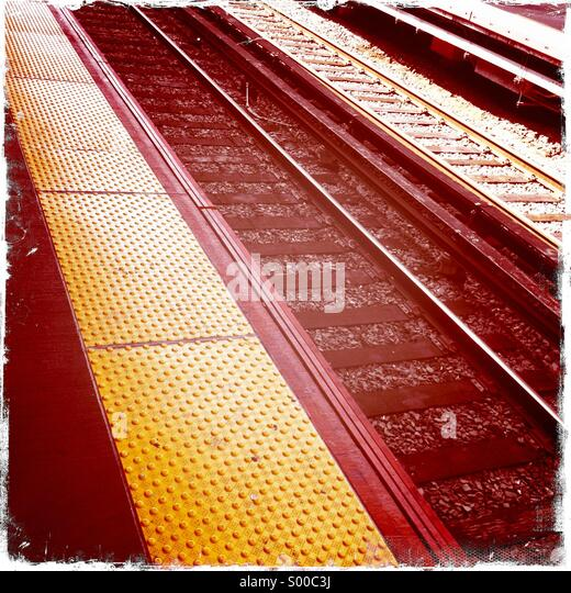 Railway tracks and platform at Jamaica Station, New York. - Stock Image