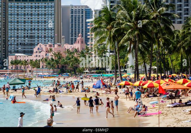 Hawaii Hawaiian Honolulu Waikiki Beach Pacific Ocean Kuhio Beach Park Royal Hawaiian pink Sheraton hotel waterfront - Stock Image