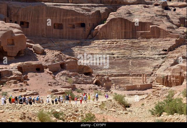 Petra, Jordan. Tourists make their way to the amphitheatre at Petra, Jordan. - Stock Image