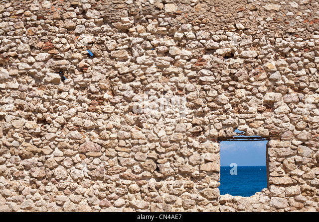 Algeria, Tipaza Wilaya, Kouali Cove, ruin of a house with view over Mediteranean Sea - Stock Image
