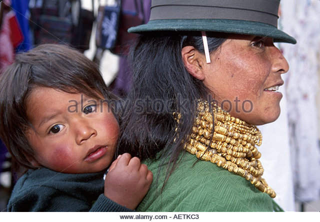 Ecuador Otavalo Market mother child beads Indigenous natives hat - Stock Image